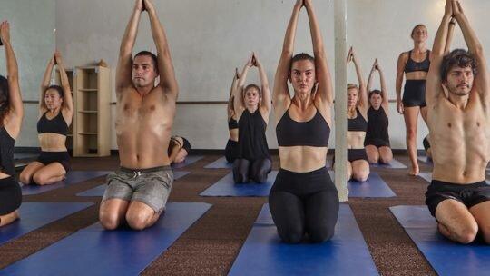 Горячая йога: стили и их особенности